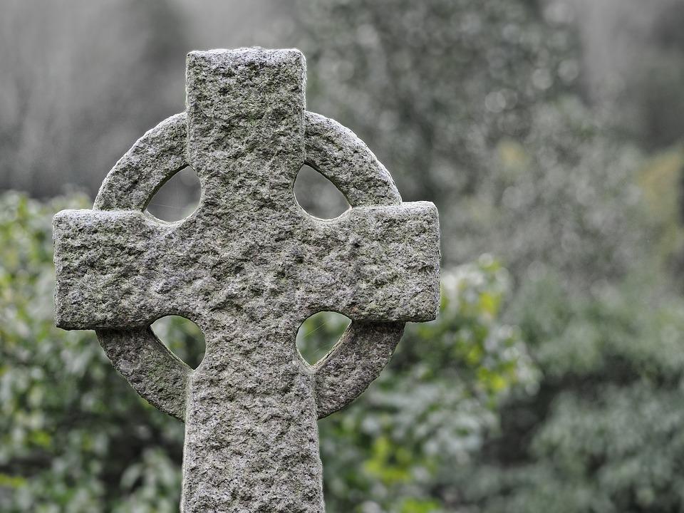 Mowa pogrzebowa – jak ją wygłosić?