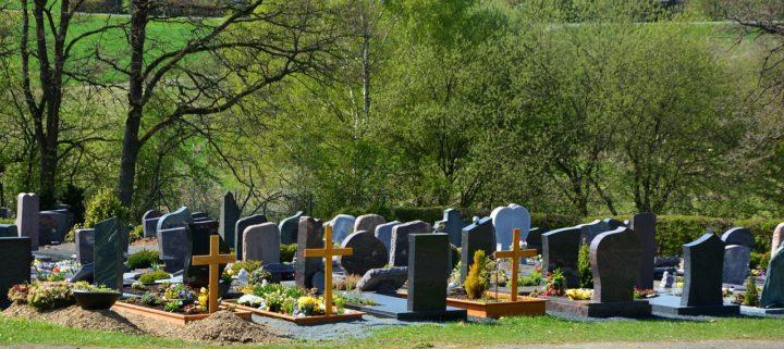 Procesja na cmentarz